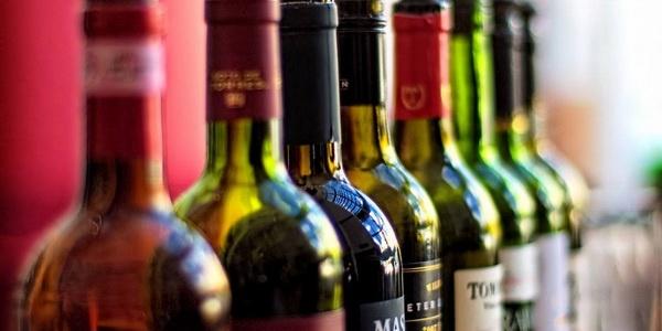 Στο 24hrStores θα βρείτε μια κάβα με delivery και μεγάλη ποικιλία σε κρασιά, που θα σας εντυπωσιάσει!